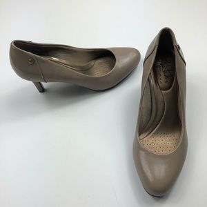 Life stride nude beige mid heels size 7 new wo box